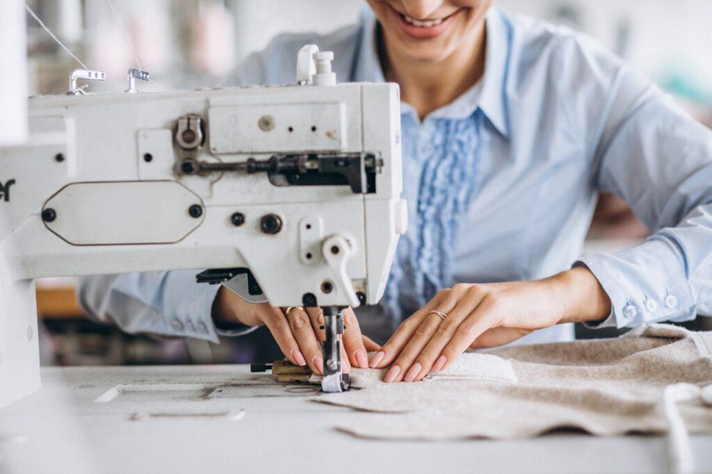 ALUR PROSES PRODUKSI KEMEJA DI KONVEKSI BANDUNG - TOWA Wear Industries